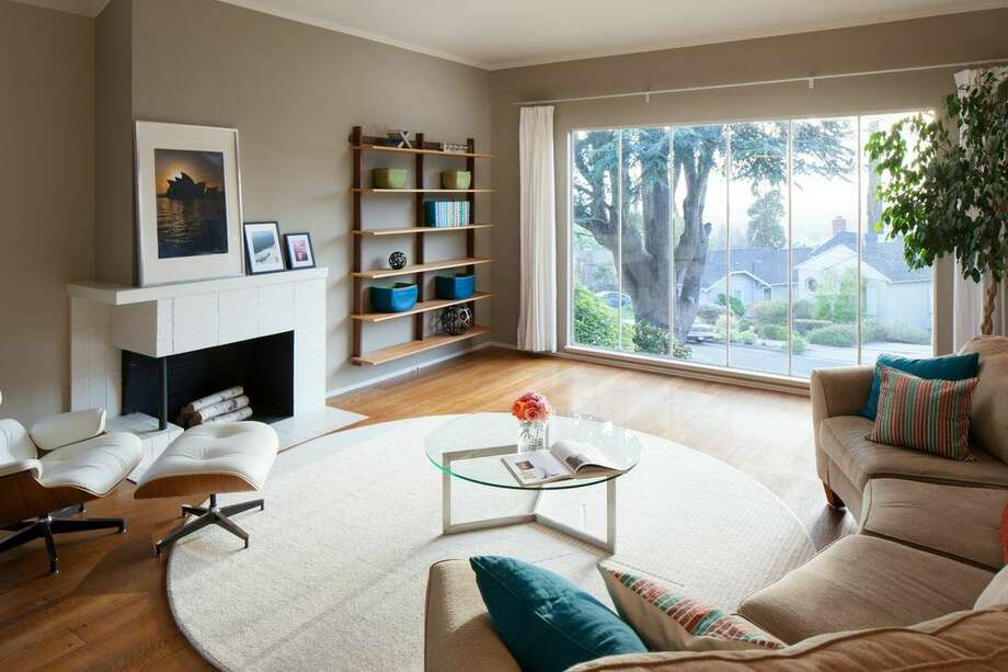 The living room has views of downtown Oakland and San Francisco. Photo: Peter Lyons Photo