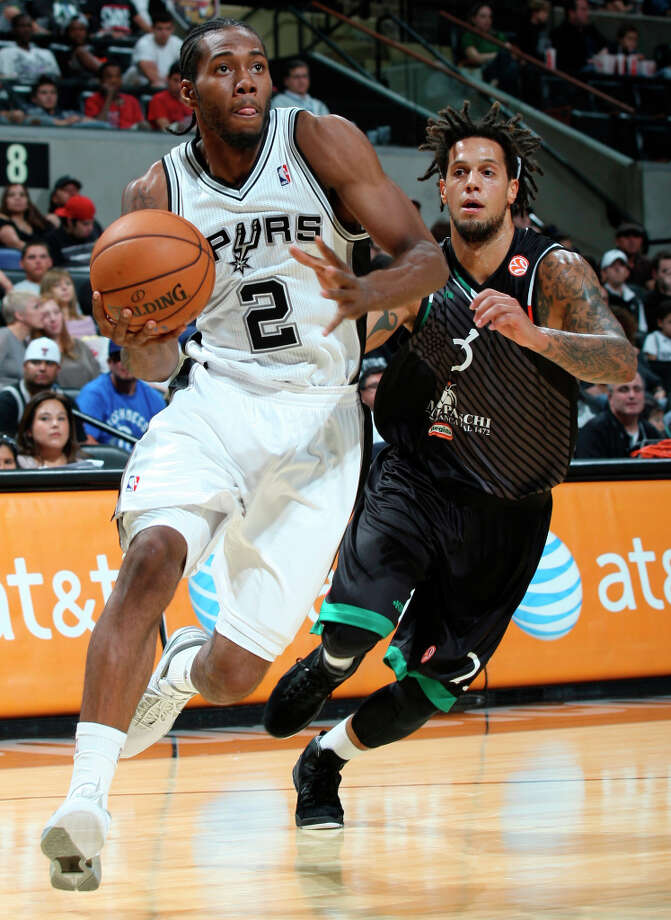 Spurs' Kawhi Leonard drives to the basket around Montepaschi Siena's Daniel Hackett during first half action Saturday Oct. 6, 2012 at the AT&T Center. Photo: Edward A. Ornelas, San Antonio Express-News / © 2012 San Antonio Express-News