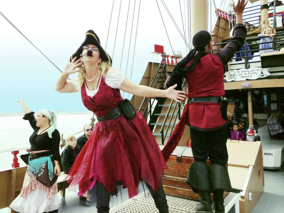 The Black Dragon crew performs for tourists during its daily excursions. Photo: Carla Nelsen, Freelancer / San Antonio Express-News