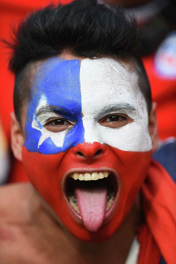 RIO DE JANEIRO, BRAZIL - JUNE 18: A Chile fan cheers prior to the 2014 FIFA World Cup Brazil Group B match between Spain and Chile at Maracana on June 18, 2014 in Rio de Janeiro, Brazil. Photo: Matthias Hangst, Getty Images / 2014 Getty Images
