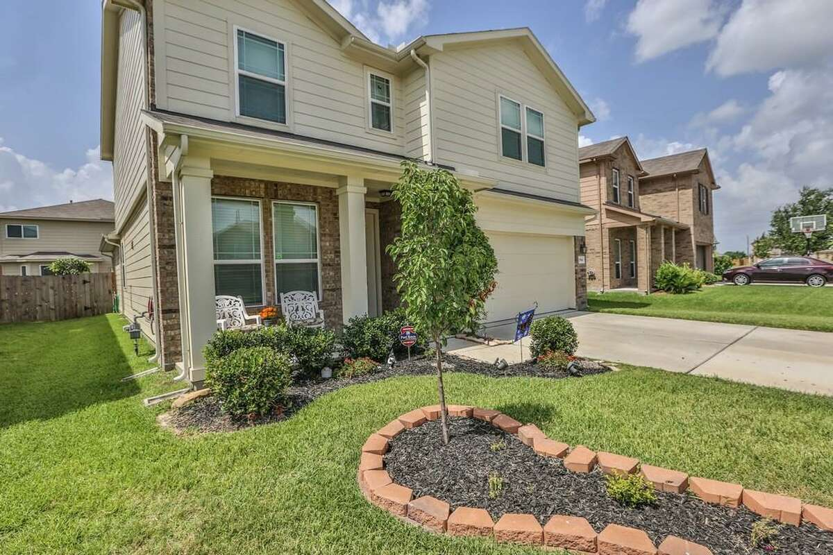 According to a new report, Houston is a rough place for first-time homebuyers. Despite the low inventory and rising prices, there are still some good options. Take a look at some of the best, affordable starter homes around the Houston area: 19543 Little Pine: This 2011 home in Katy has 4 bedrooms, 2.5 bathrooms, 2,499 square feet, and is listed for $150,000.