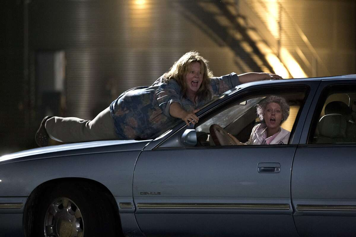(L-r) MELISSA McCARTHY as Tammy and SUSAN SARANDON as Pearl in New Line Cinema's comedy