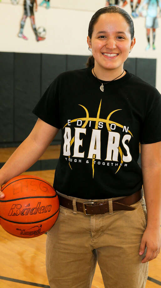Edison's Marisa Salas is headed to the Texas Girls Coaches Association All-Star Game. Photo: Marvin Pfeiffer / Southside Reporter / Express-News 2014