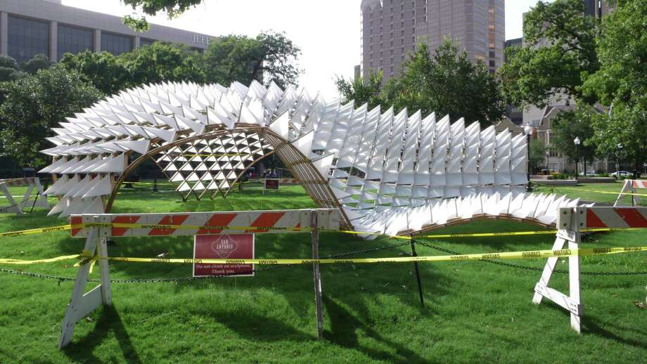 A sculpture designed and built by 27 graduate students from the UTSA College of Architecture partially collapsed on Monday. Photo: John Gonzalez/San Antonio Express-News