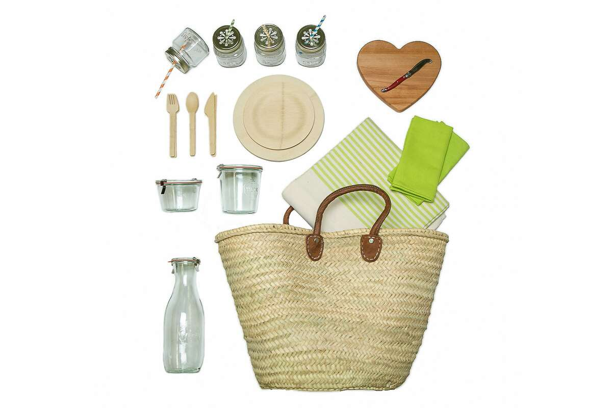 Acme Party Box Co.?•s Picnic for 4 takes the guesswork out of packing serveware.