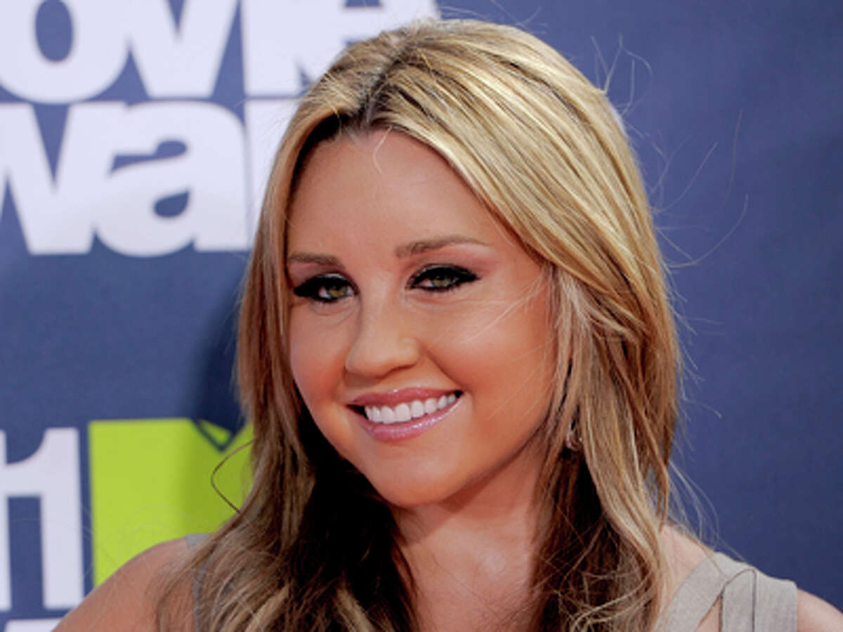 FILE - In this June 5, 2011 file photo, Amanda Bynes arrives at the MTV Movie Awards, in Los Angeles. Bynes entered a civil compromise to end a misdemeanor hit-and-run case on Thursday, Dec. 13, 2012, court records show.