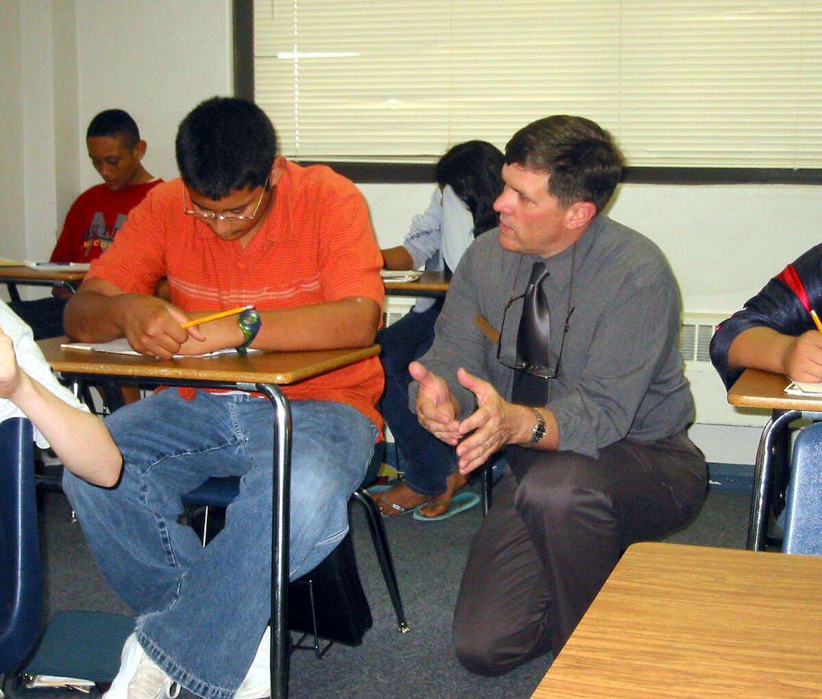 29. New Braunfels Middle School:New Braunfels ISD 971 students, student-teacher ratio 16:1 Overall: A-Academics: A-Teachers: A-Diversity: B+