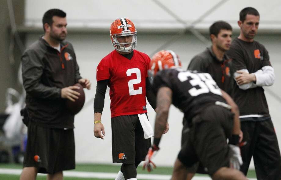 zBEREA, OH - MAY 17:  Cleveland Browns draft pick Johnny Manziel #2 works out  during the Cleveland Browns rookie minicamp on May 17, 2014 at the Browns training  facility in Berea, Ohio.  (Photo by David Maxwell/Getty Images) Photo: David Maxwell, Getty Images