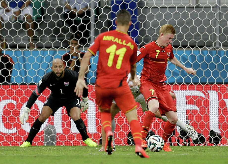 United States' goalkeeper Tim Howard watches as Belgium's Kevin De Bruyne (7) dribbles the ball before  scoring his side's first goal in extra time during the World Cup round of 16 soccer match between Belgium and the USA at the Arena Fonte Nova in Salvador, Brazil, Tuesday, July 1, 2014. (AP Photo/Natacha Pisarenko) Photo: Natacha Pisarenko, STF / AP