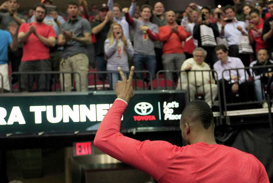 The Rockets can use the treatment Dwight Howard received from their fans as a selling point with Carmelo Anthony. Photo: Johnny Hanson, Staff / © 2014  Houston Chronicle