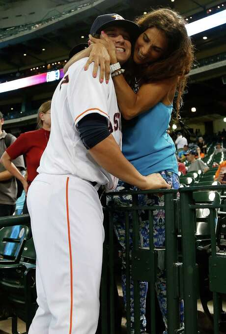 Infielder Kike Hernandez, among a trio arriving from the minors Tuesday, gets a welcome-to-the-majors hug from his mother. Outfielder Domingo Santana and pitcher Kevin Chapman also were called up. Photo: Karen Warren, Staff / © 2014 Houston Chronicle