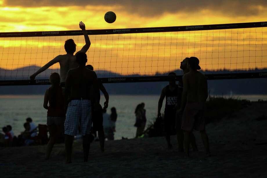 Beach-goers play volleyball in the sands of Golden Gardens. Photo: JOSHUA BESSEX, SEATTLEPI.COM / SEATTLEPI.COM