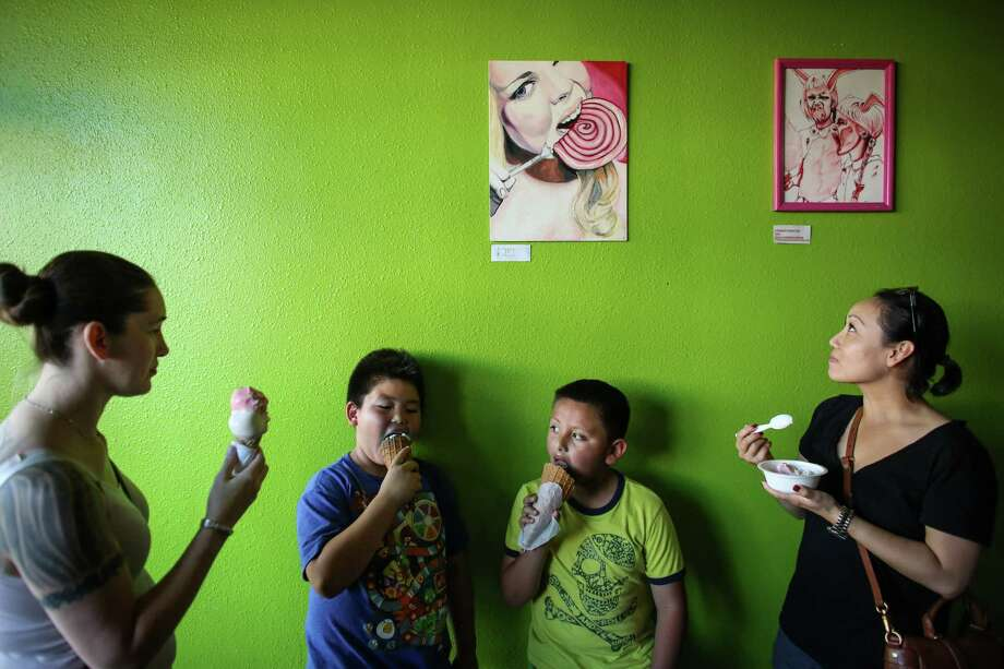 From left, Dorothy Robinson, Toanh Saeterm, 9, Juan Campos, 8, and Vivienne Figueras eat ice cream at Full Tilt in White Center. Record-breaking temperatures brought people out to enjoy the Seattle summer sun —and inside to cool off. Photo: JOSHUA TRUJILLO, SEATTLEPI.COM / SEATTLEPI.COM