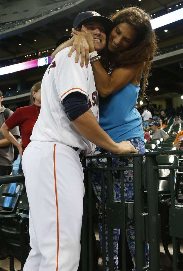 Newly brought up Astros infielder Enrique Hernandez (6) hugs his mother, Monica Gonzalez. Photo: Karen Warren, Houston Chronicle