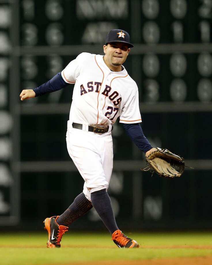 Astros second baseman Jose Altuve (27) reacts after his throwing error to first base. Photo: Karen Warren, Houston Chronicle