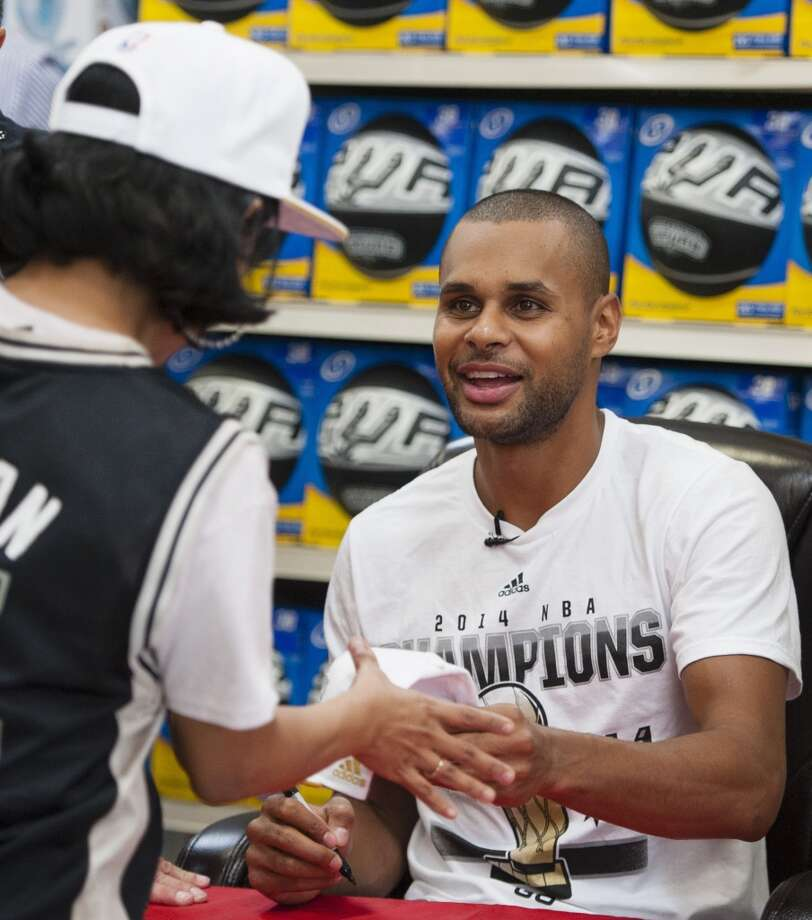 San Antonio Spurs guard Patty Mills, of Australia, signs autographs on Saturday, June 21, 2014, at the Bandera/1604 H-E-B in San Antonio. (Darren Abate/For the Express-News) Photo: Darren Abate, Darren Abate/Express-News