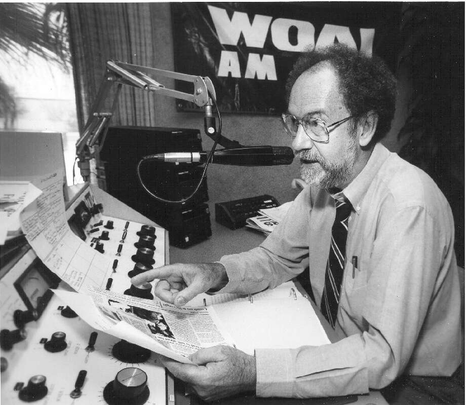 Carl Wiglesworth at WOAI studios on July 14, 1994. Photo: Express-News File Photo