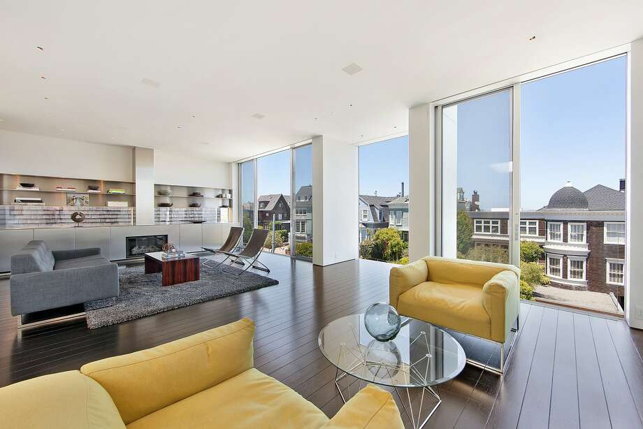 Natural light pours into 2555 Union St. in Cow Hollow through floor-to-ceiling windows. Photo: OpenHomesPhotography.com