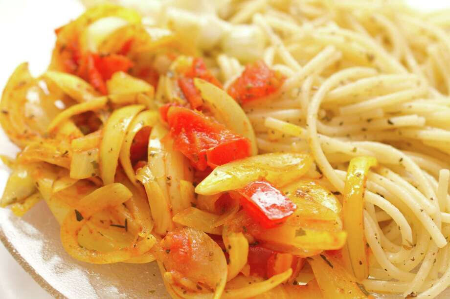 pasta with sweet onions Photo: Zsolt Farkas / ctvvelve - Fotolia
