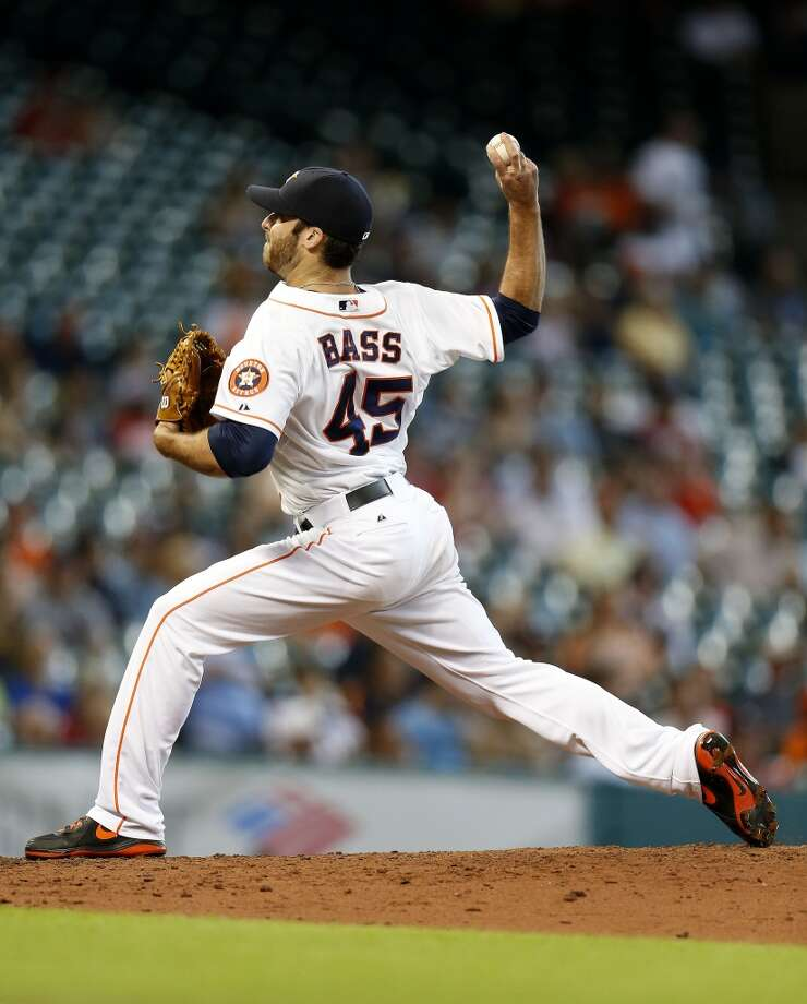 Astros relief pitcher Anthony Bass pitches during the sixth inning. Photo: Karen Warren, Houston Chronicle