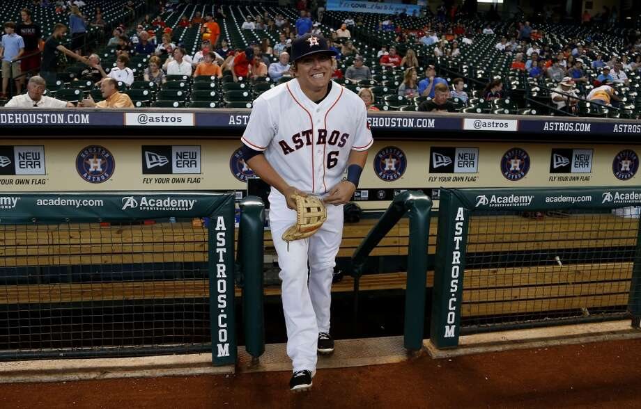 Astros infielder Kiké Hernandez runs out on the field before the start of the game. Photo: Karen Warren, Houston Chronicle