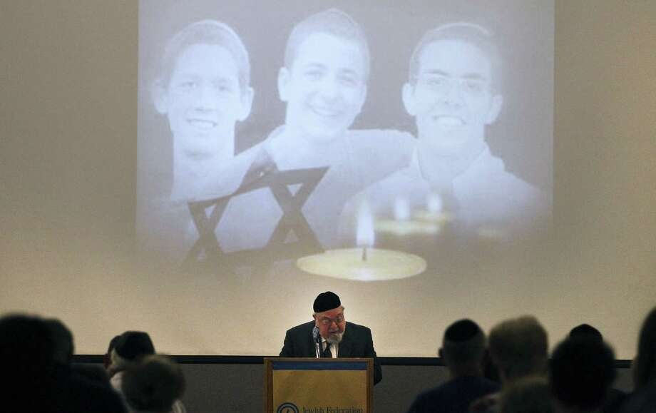 Rabbi Aryeh Scheinberg recites a prayer during a memorial at the Jewish Community Center for the three Israeli young men. Photo: Kin Man Hui / San Antonio Express-News / ©2014 San Antonio Express-News