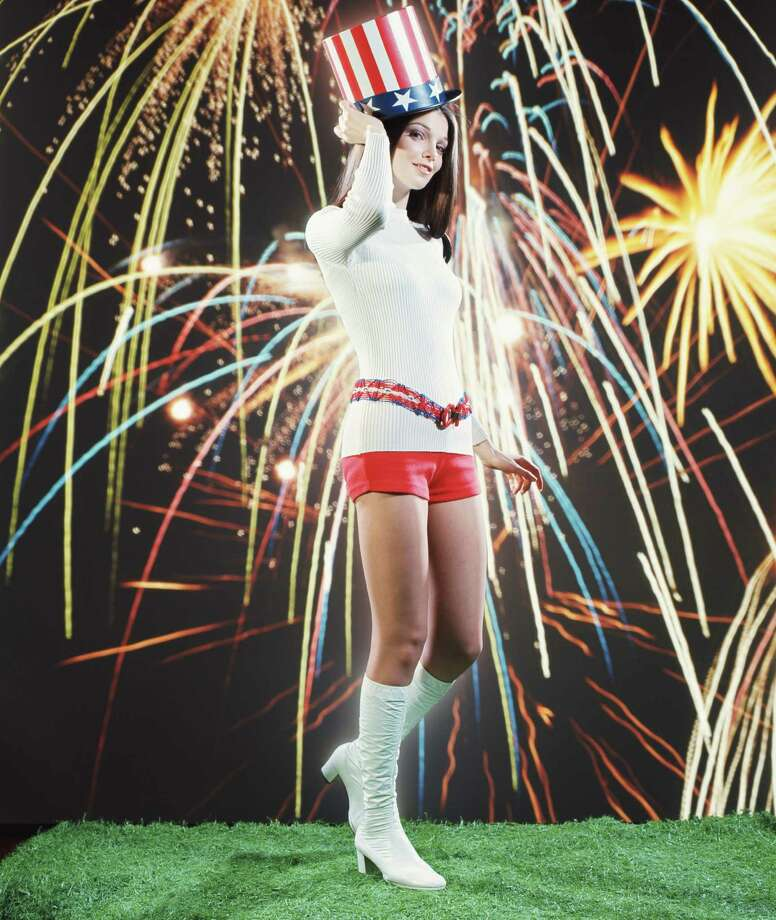 1971 -- Hot pants, just like the Sons of Liberty wore. Photo: H. Armstrong Roberts, Getty Images / Retrofile
