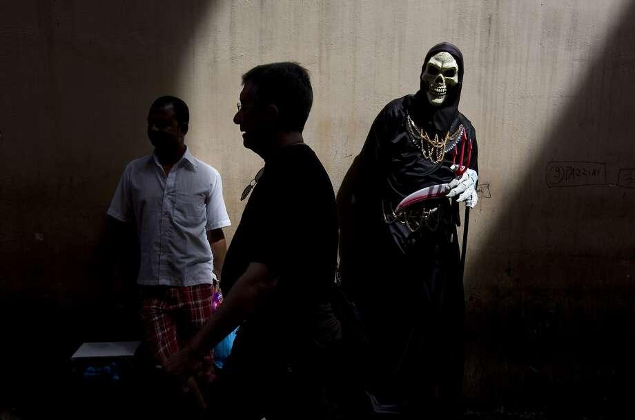 Death lurksin the streets of Rome. Photo: Alessandra Tarantino, Associated Press