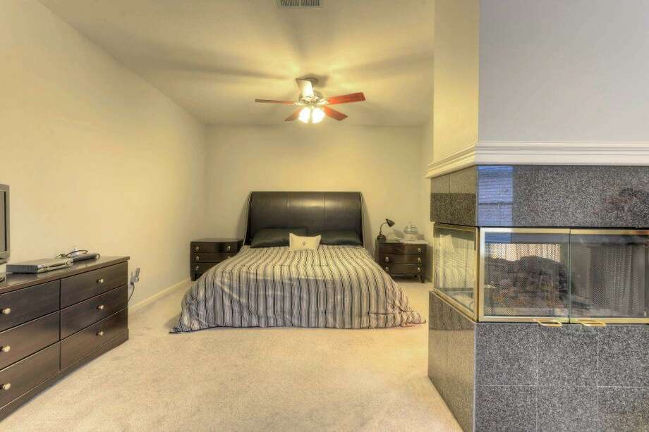 6846 Oakwood Trace: This 1992 home in Houston has 3 bedrooms, 2.5 bathrooms, 2,456 square feet, and is listed for $215,000. Open house: July 5, 2014 from 11 a.m. to 1 p.m. Photo: Houston Association Of Realtors