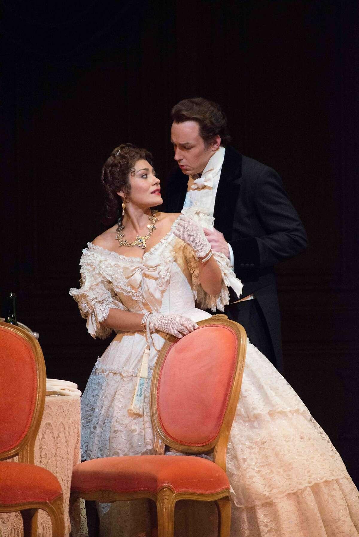 San Francisco Opera's La Traviata Ailyn Pérez (Violetta) and Stephen Costello (Alfredo).