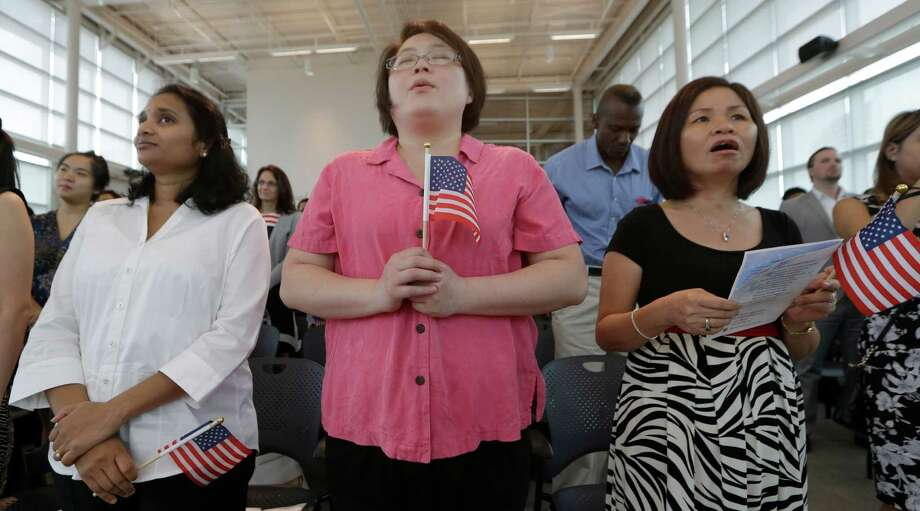 New U.S. citizens sing God Bless America during a naturalization ceremony in Irving, Texas, Thursday, July 3, 2014.  Photo: LM Otero, Associated Press / AP