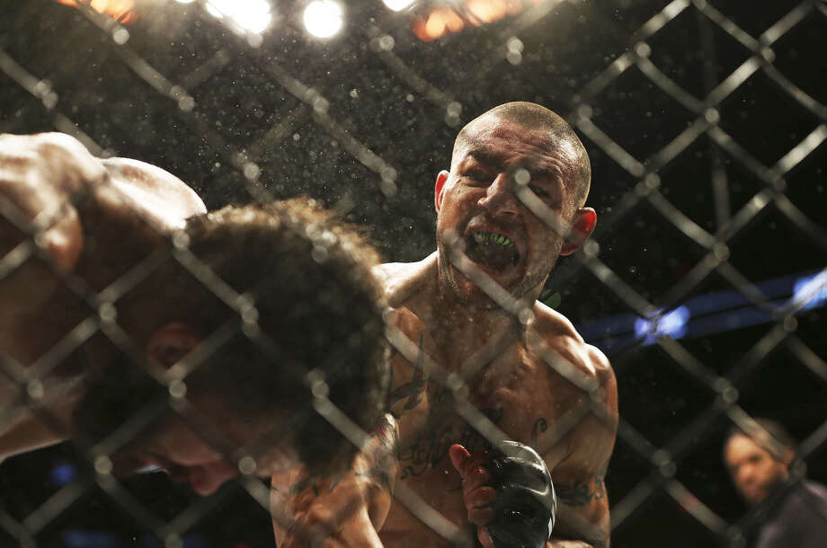 Cub Swanson (center) scored a five-round victory over Jeremy Stephens last Saturday at the AT&T Center before 9,227 fans. Photo: Tom Reel / San Antonio Express-News