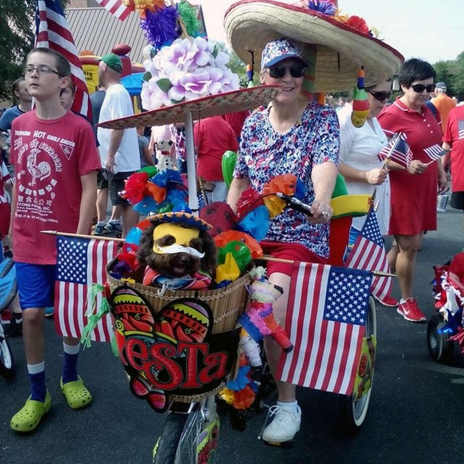 Teena Larson and her dog, Hershey, are ready at the Oak Park/Northwood July 4th parade. Photo: Edmond Ortiz/San Antonio Express-News