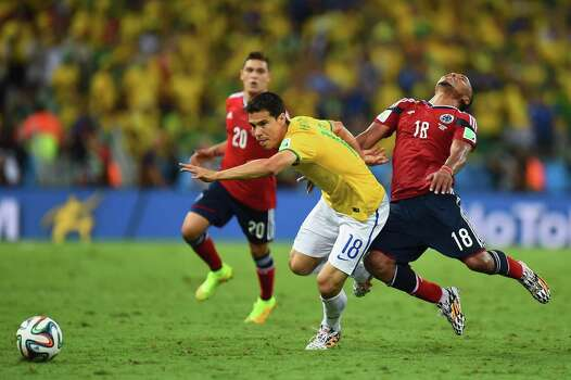 FORTALEZA, BRAZIL - JULY 04: Hernanes of Brazil challenges Juan Camilo Zuniga of Colombia during the 2014 FIFA World Cup Brazil Quarter Final match between Brazil and Colombia at Castelao on July 4, 2014 in Fortaleza, Brazil. Photo: Jamie McDonald, Getty Images / 2014 Getty Images