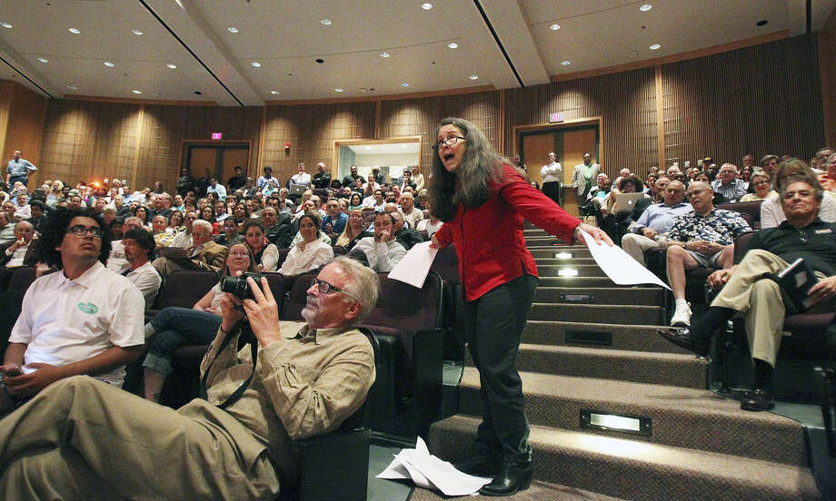 Susan Green makes a point against the streetcar project at a recent town hall. When the full version of a skimpy but rosy streetcar report is released, it may become clearer which side has the stronger argument. Photo: Tom Reel / San Antonio Express-News / San Antonio Express-News