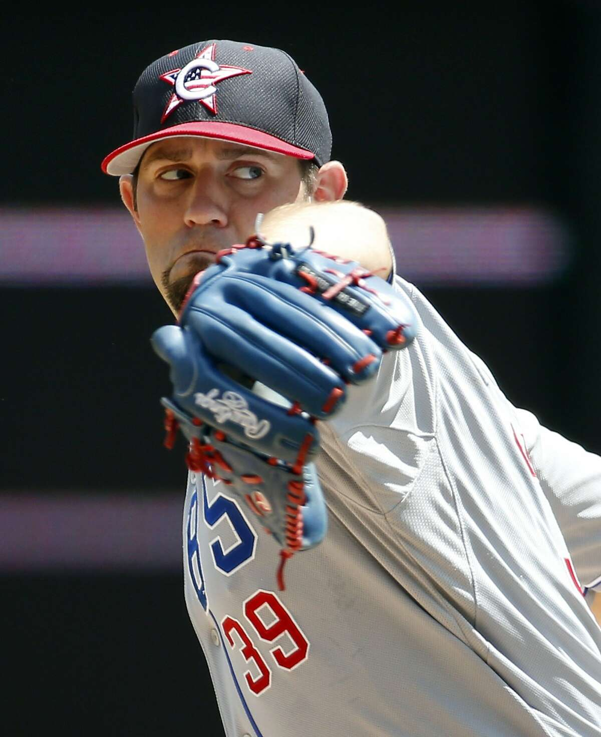 Chicago Cubs starting pitcher Jason Hammel throws during a baseball game against the Washington Nationals at Nationals Park, Friday, July 4, 2014, in Washington. (AP Photo/Alex Brandon)