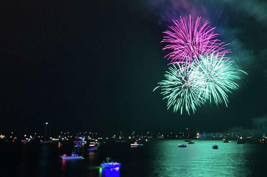 Fireworks over Galveston Bay. Friday, July 4, 2014, in Kemah. Photo: Marie D. De Jesus, Houston Chronicle / © 2014 Houston Chronicle
