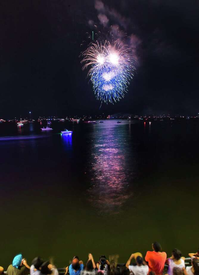 Fireworks over Galveston Bay. Friday, July 4, 2014, in Kemah. Photo: Marie D. De Jesus, Houston Chronicle / © 2014 Houston Chronicle