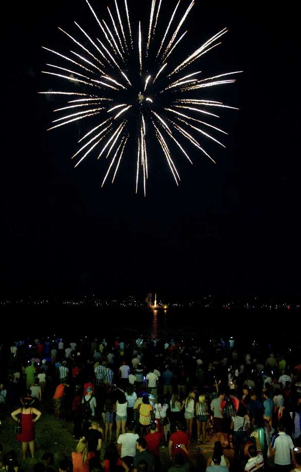 Fireworks light up the sky over Cummings Beach in Stamford, Conn., on Saturday, July 5, 2014. Photo: Lindsay Perry / Stamford Advocate