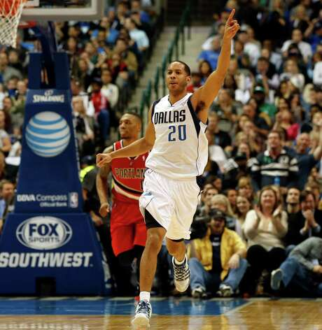A shot at a starting job may have helped influence Devin Harris to re-sign with the Mavs. Photo: John F. Rhodes, FRE / FR170608 AP