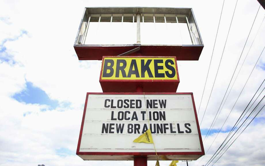 Sights such as this sign for a closed business outlet are all too common along Perrin Beitel Road. / © 2014 San Antonio Express-News