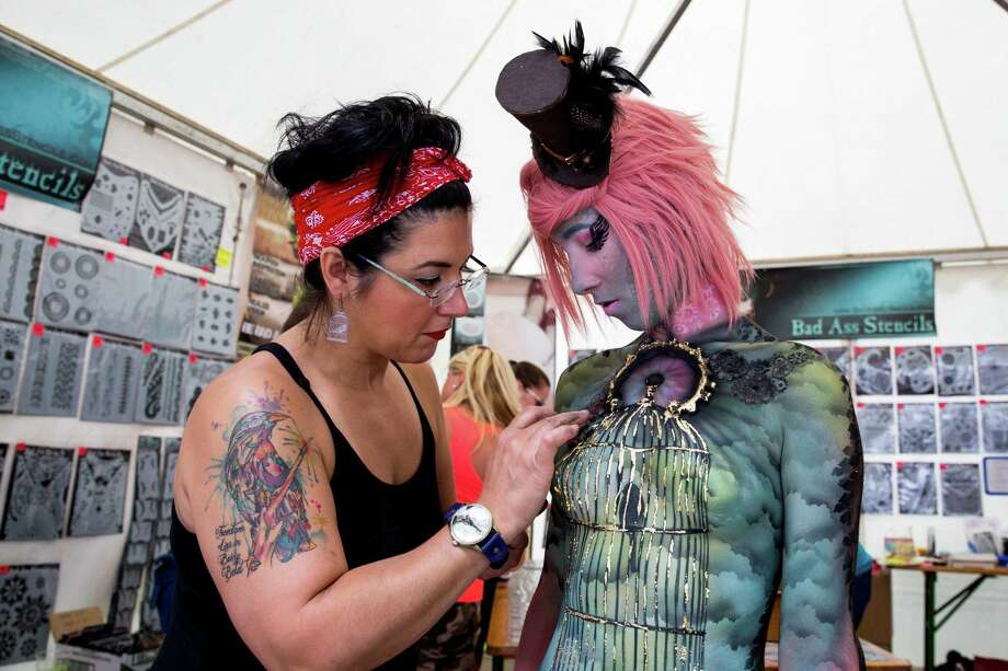 A makeup-artist at work at the World Bodypainting Festival 2014 on July 5, 2014 in Poertschach am Woerthersee, Austria. Photo: Jan Hetfleisch, Getty Images / 2014 Getty Images