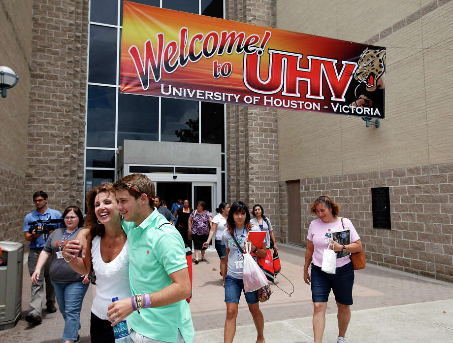 Zach Gregory and his mother, from San Antonio, left, walk on campus during freshmen orientation at University of Houston-Victoria campus on June 23, 2010. (Ivan Pierre Aguirre/San Antonio Express-News) Photo: Ivan Pierre Aguirre, San Antonio Express-News / San Antonio Express-News