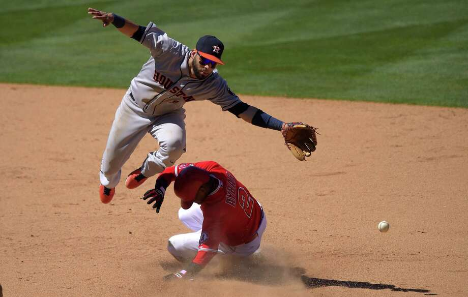 Houston shortstop Marwin Gonzalez (top) cannot reach the ball as Los Angeles' Erick Aybar steals second. Photo: Mark J. Terrill / Associated Press / AP