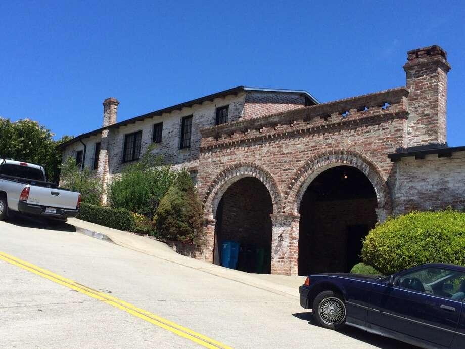 La Casa de los Pechos de la Cholla, the Brick castle, Twin Peaks, Mountain Spring Avenue Photo: John King, The Chronicle