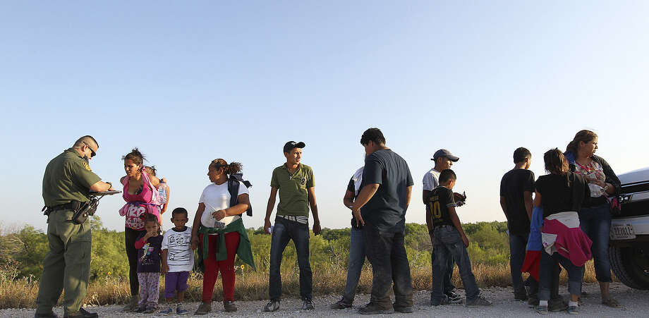 U.S. Border Patrol agents question the immigrants who approached them. The surge in unauthorized immigration has swamped U.S. officials, who often release the immigrants on their own recognizance with orders to appear in court. / ©2014 San Antonio Express-News