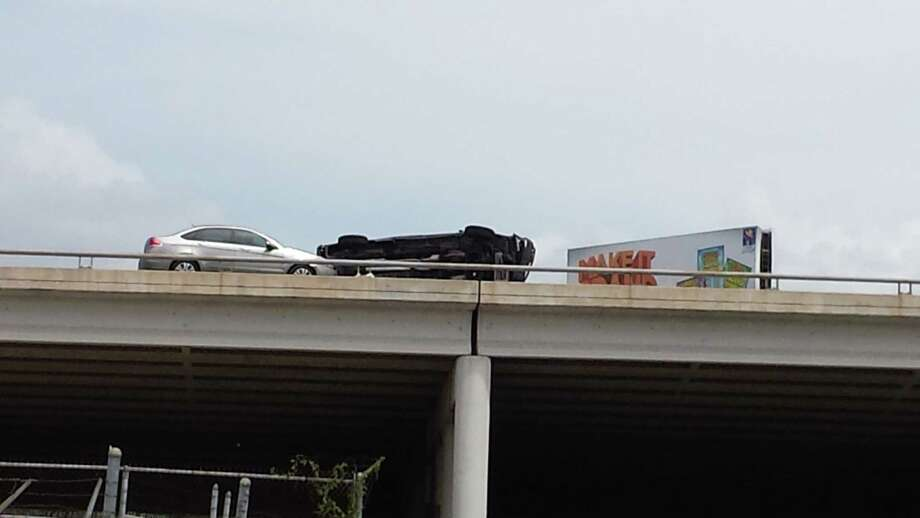 An overturned car blocks traffic on U.S. 281 South near downtown on Monday afternoon, July 7, 2014. Photo: Nora Lopez/San Antonio Express-News