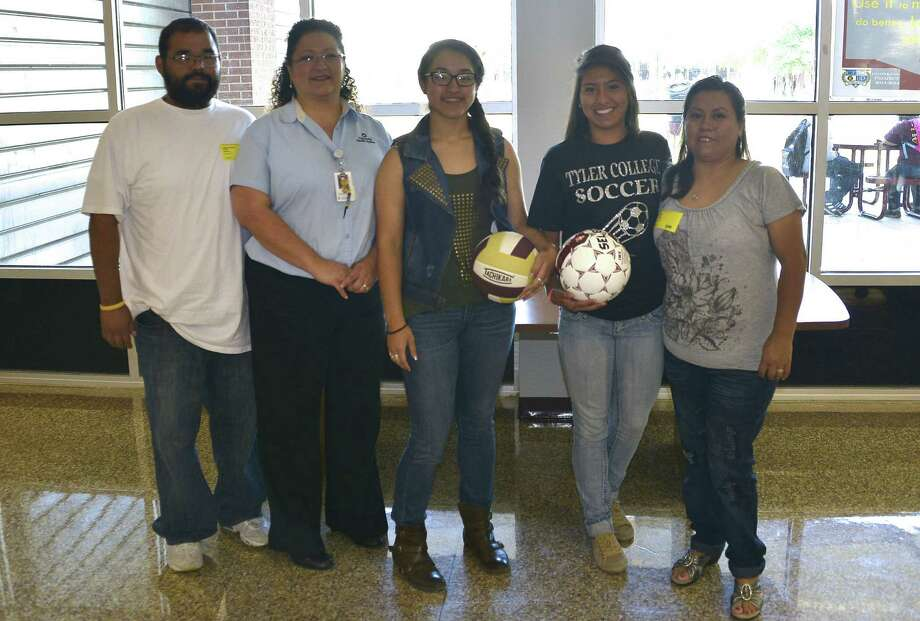 From left, parents Christopher Reyes and Natalie Reyes and their daughter, Nicole Sandoval; and Brizeida Salaices and her mother, Maria Solis. Photo: Harlandale ISD / Harlandale ISD    San Antonio, TX   www.harlandale.net