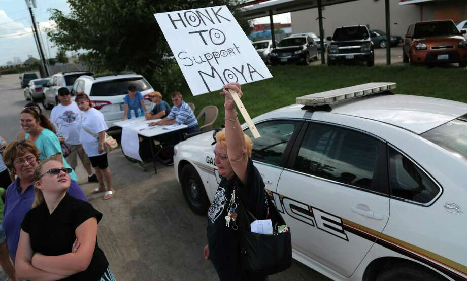 Charlotte Carlson, a Moya supporter, holds up a sign and voices her opinion in front of Galena Park City Hall after the city meeting ended Monday July 7, 2014. Photo: Billy Smith II, Chronicle / © 2014 Houston Chronicle