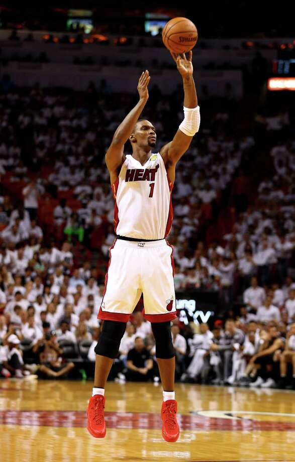 Chris Bosh would provide a big man who would fit nicely alongside Dwight Howard and can stretch the floor with his shooting ability. Photo: Andy Lyons, Staff / 2014 Getty Images